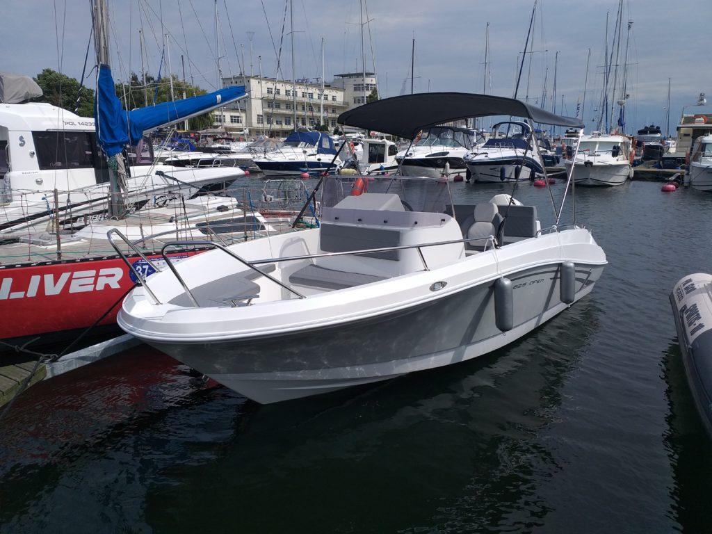 wynajem łodzi motorowych, wypożyczalnia łodzi motorowych